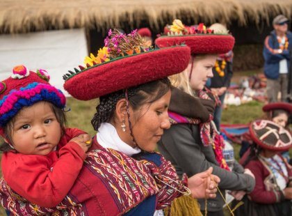 Peru_sacred_Valley_Community_visit_local_mother_child
