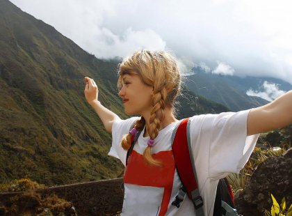 ecuador_banos_girl_hiking