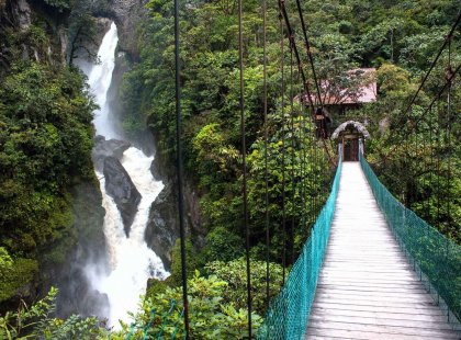 ecuador_banos_bridge_waterfall